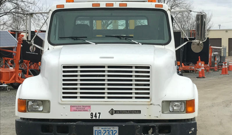 1999 International 4700 Attenuator Truck full